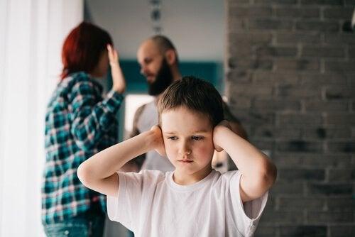 Lasten edessä riitely on huono tapa