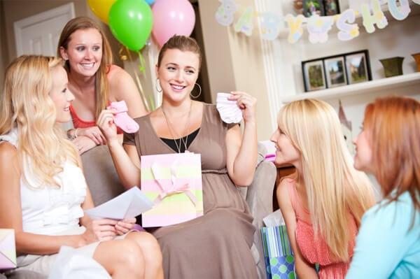8 hauskaa leikkiä vauvakutsuille