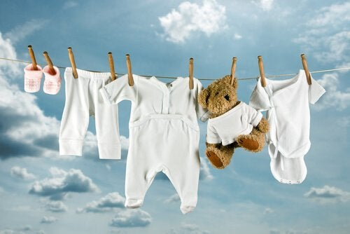 Vauvanvaatteet kuivumassa