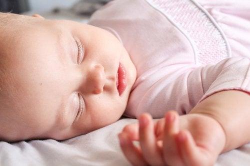 Tehokas ja turvallinen vauvanvaatteiden pesu 6 vinkin avulla