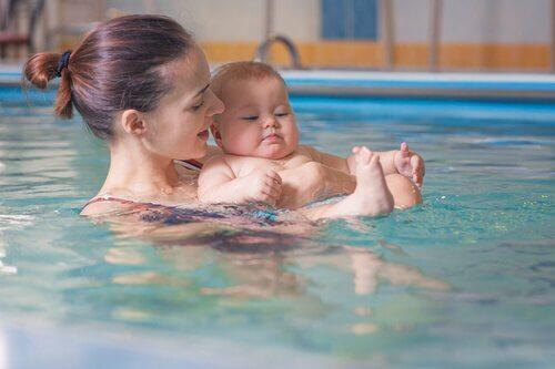 Mitä on vauvauinti ja mitä hyötyjä siitä on?