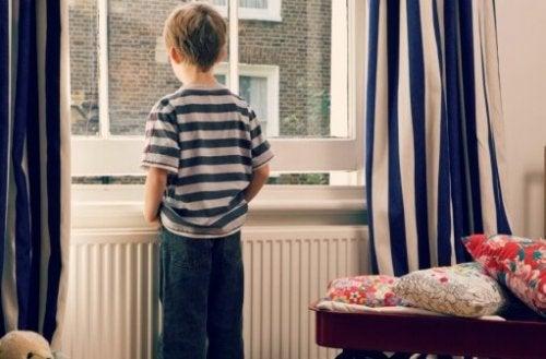 Missä iässä lapsi voi jäädä yksin kotiin?