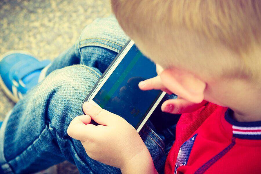 Koska lapselle kannattaa hankkia älypuhelin?