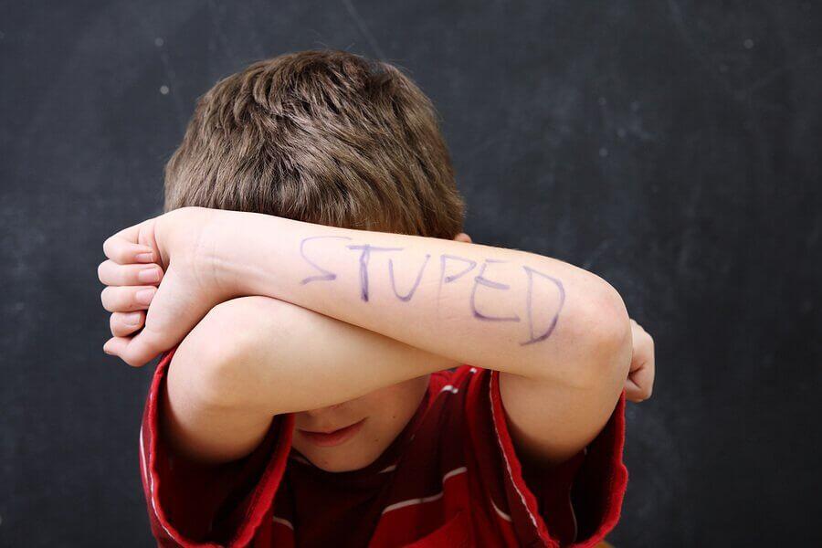 Ongelmat lapsen itsetunnossa