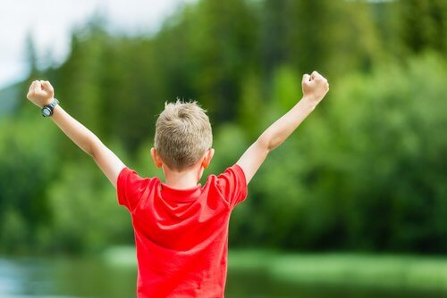Onnellinen ja itsevarma lapsi