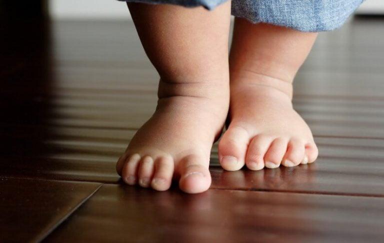 Missä iässä lapsi ottaa ensimmäiset askeleensa?