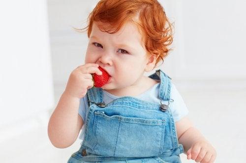Mansikka on yksi yleisistä allergisoivista ruoka-aineista