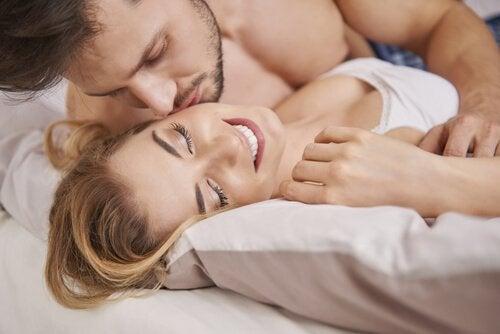 Seksuaalinen haluttomuus synnytyksen jälkeen voi johtua monesta tekijästä