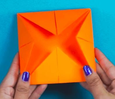 Paperikirppu auttaa lasta ilmaisemaan tunteitaan