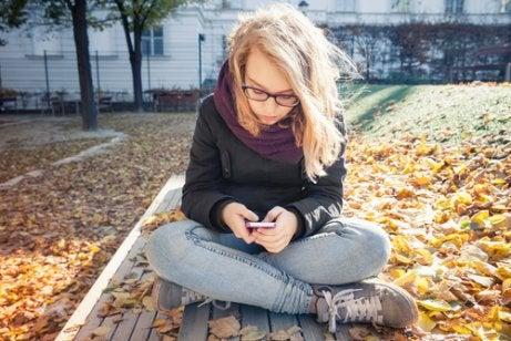Teini-ikäinen tarvitsee yksityisyyttä