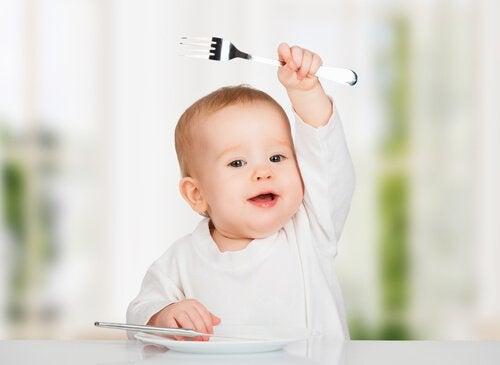Vauvaa ei saa jättää yksin syömään