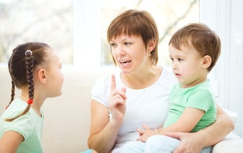 Opeta lasta kuuntelemaan keskeyttämättä toista