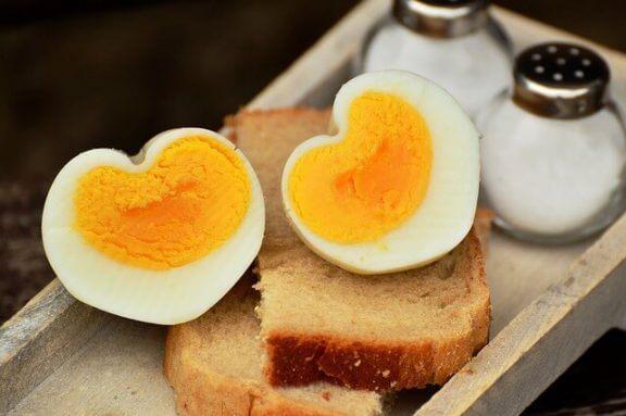 Koska lapsi voi alkaa syödä kananmunaa?