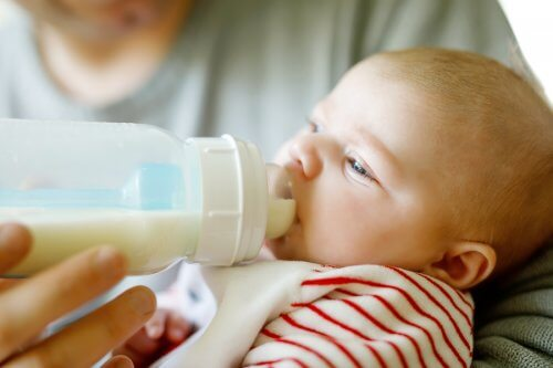Kuinka paljon maitoa vauva tarvitsee?