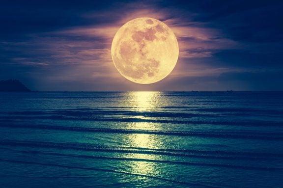 Voivatko Kuun vaiheet vaikuttaa synnytykseen?
