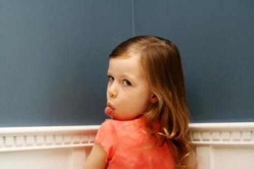 Miksi lapsi kohtelee vanhempiaan huonosti?