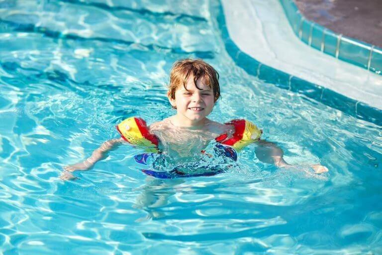Lapsen uimaan opettaminen 7 vinkin avulla
