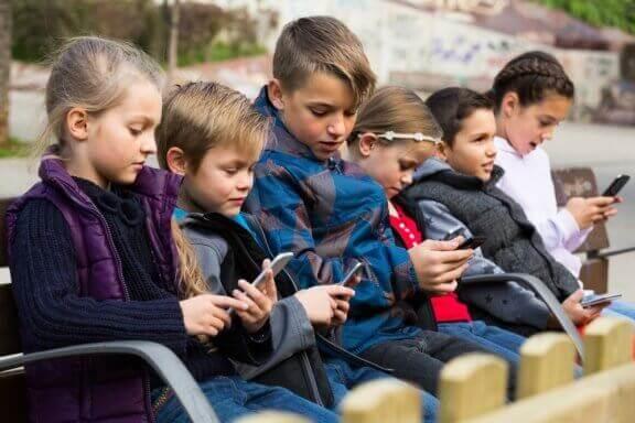 Teknologia sairastuttaa lapsia - mitä jokaisen vanhemman tulee tietää?