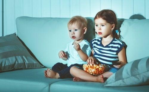 Varsinkin pieni lapsi voi ottaa kaiken tiedon todesta, mitä televisio tarjoaa