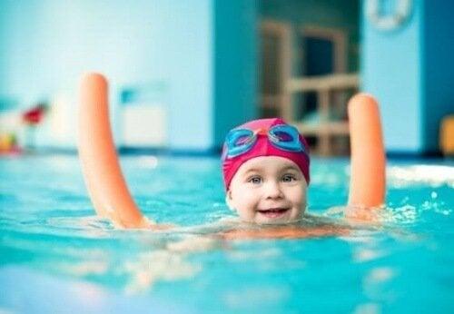 Lapsen uimaan opettaminen