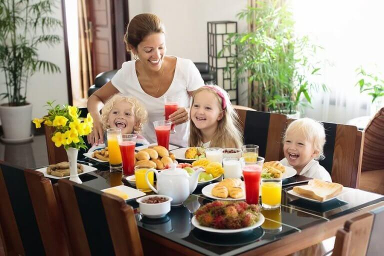 4 herkullista mehureseptiä eri ikäisille lapsille