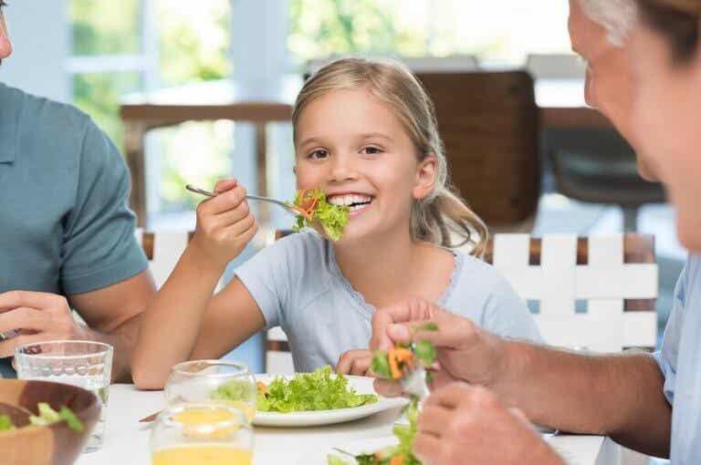 Pöytätapojen opettaminen lapselle on tärkeää