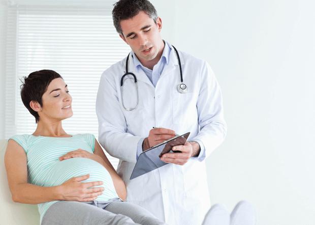 Millaisia ovat erilaiset tutkimukset raskauden aikaisten komplikaatioiden havaitsemiseen?