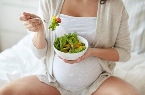6 vinkkiä ruokahalun kontrolloimiseksi raskauden aikana