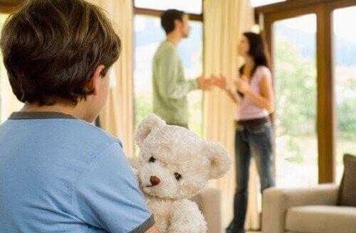 Vanhempien yhtenäinen linja lasten kasvatuksessa on tärkeää, jotta lapsi kehittyy henkisesti ja fyysisesti hyvin