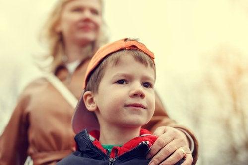 8 lapsen ylisuojelemiseen liittyvää riskiä