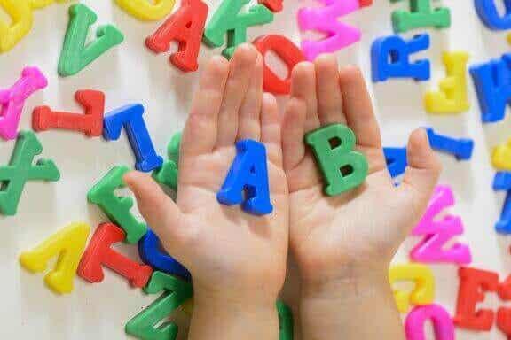 Lapsen kielen oppimisen edistäminen