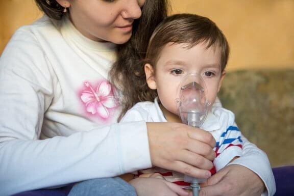 Lapsen hengityksen vinkuminen: Oireet, syyt ja hoito