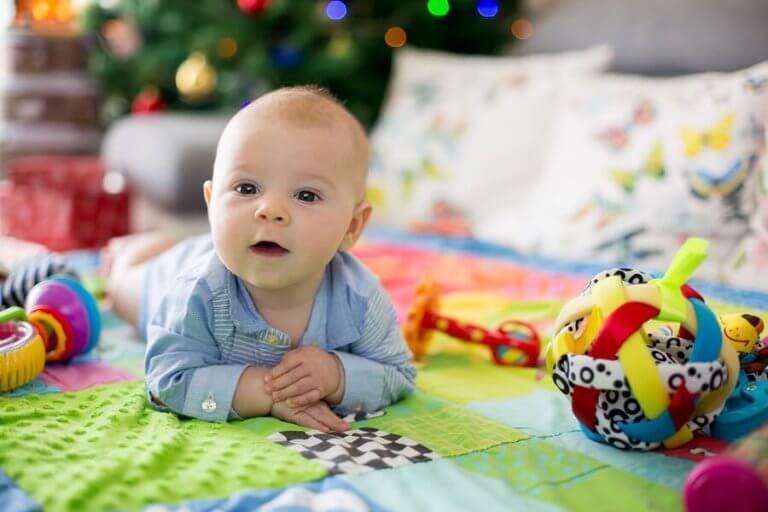 Leikkimattojen hyödyt lapselle eri ikävaiheissa