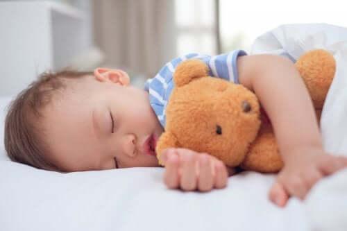 Milloin lapsi on liian kiintynyt pehmoleluihinsa?