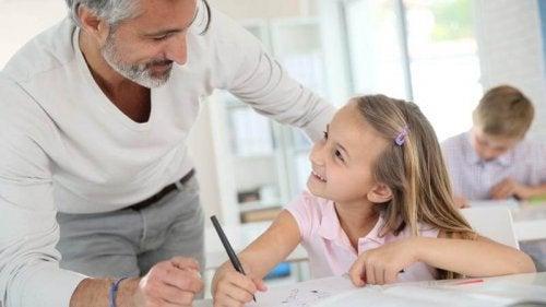 Antamalla lapsen suorittaa tiettyjä tehtäviä itse, kasvaa hänestä muista riippumaton lapsi