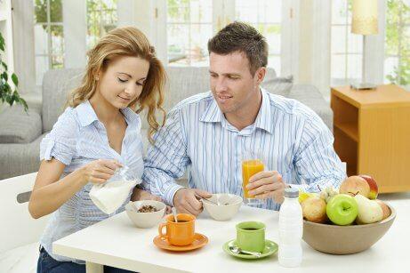 Pidä parisuhde terveenä huomioimalla kumppani pienin elein joka päivä