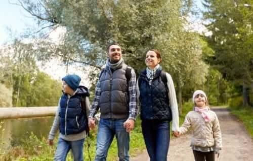 Lähtekää koko perheen voimin kävelylle – siitä on monia hyötyjä