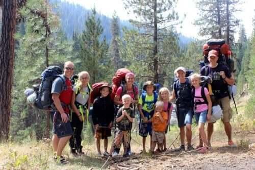 Kun lähdette perheen voimin kävelylle, saatte nauttia luonnosta samalla, kun harrastatte liikuntaa