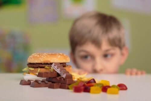 Opeta lapsi kieltäytymään, jos tuntematon tarjoaa karkkia