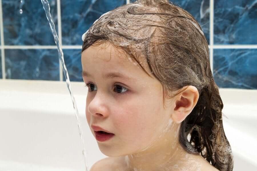 Onko hiusten peseminen joka päivä haitaksi?