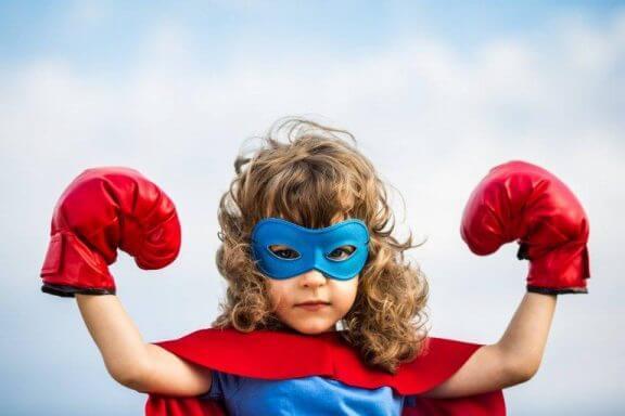 Kun lapsi kuvittelee itsensä supersankariksi, saadaan tylsemmätkin tehtävät hoidettua