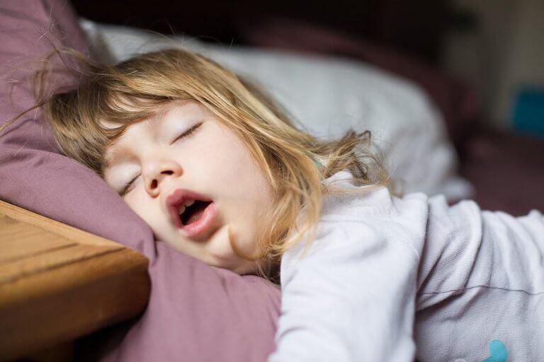 Miksi lapsi hengittää suun kautta?