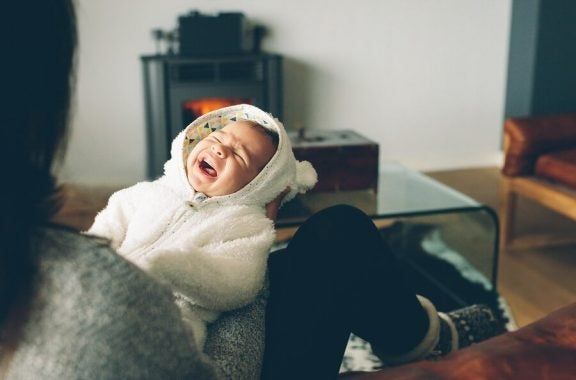 Vauva itkee öisin - mitä tehdä?