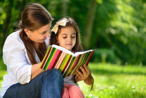 5 motivoivaa aktiviteettia, jotka kannustavat lasta lukemaan