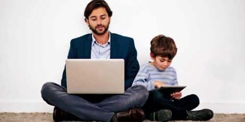 Huonon esimerkin antaminen on yksi yleisimmistä virheistä lasten kasvatuksessa