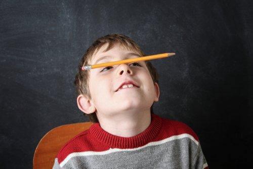 Lapsen stereotyyppinen käytös