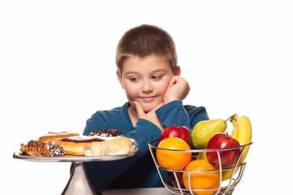 Voit ehkäistä lapsen ylipainoa tekemällä tiettyjä muutoksia lapsen elintapoihin