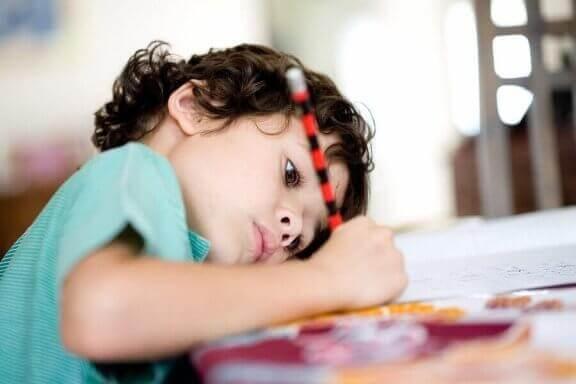 Lasten kotityölistat auttavat lapsen psyykkisessä kehityksessä.