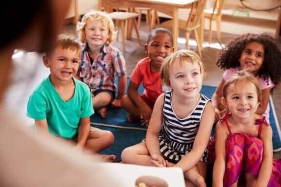4 tieteellistä koetta, jotka innostavat lasta oppimaan