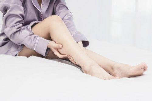 Levottomat jalat -oireyhtymän syyt ja hoito